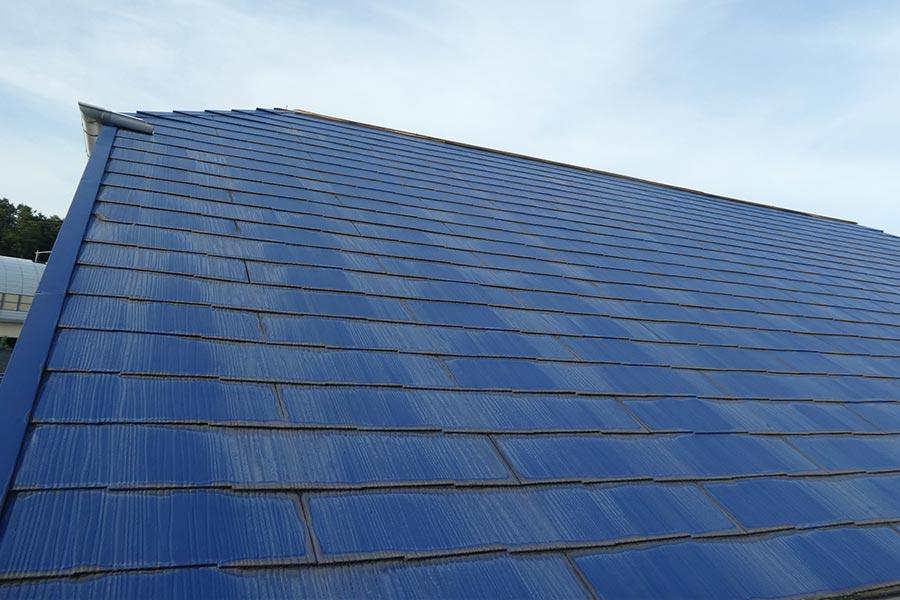 屋根の塗装の色落ちしている